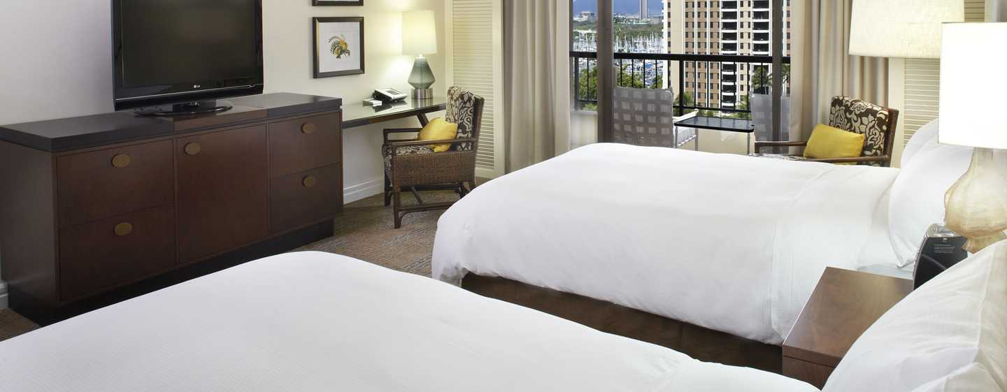 Hilton Hawaiian Village Waikiki Beach Resort Hotel, Honolulu, Hawaii, USA – Zimmer im Rainbow Tower mit zwei Doppelbetten direkt am Meer