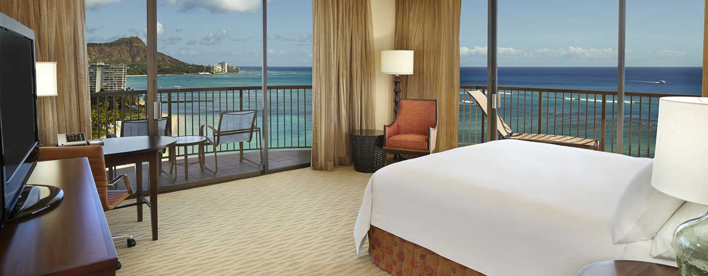 Hilton Hawaiian Village Waikiki Beach Resort Hotel, Hawaii, USA – Eckzimmer mit King-Size-Bett direkt am Meer
