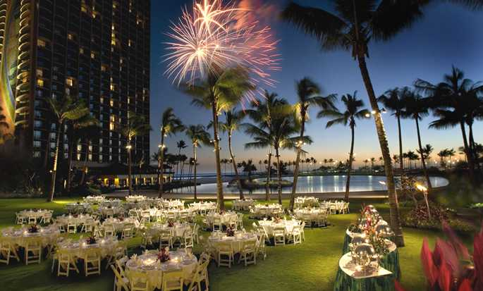 Hilton Hawaiian Village Waikiki Beach Resort Hotel, USA – stora gräsmattan