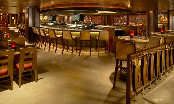Hilton Hawaiian Village Waikiki Beach Resort Hotel, USA – Tropics Bar & Grill