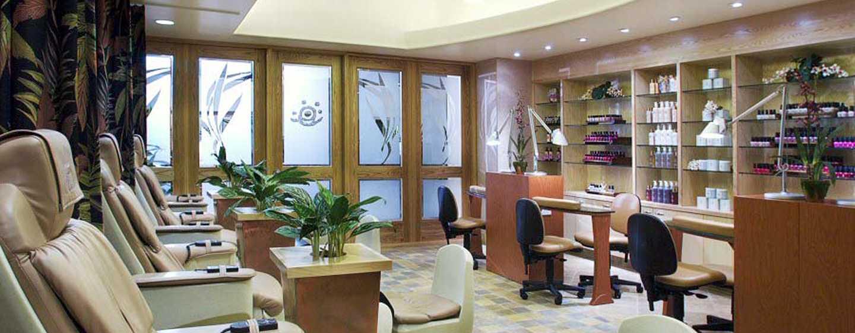 In het Hilton Waikoloa Village vindt u de Kohala Spa, waar professionals u verzorgen met deskundige massages en therapieën in een rustgevende setting.