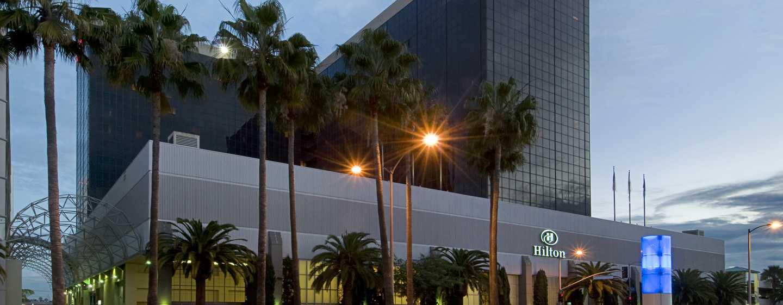 Hilton Los Angeles Airport Hotel, California - Exterior à noite