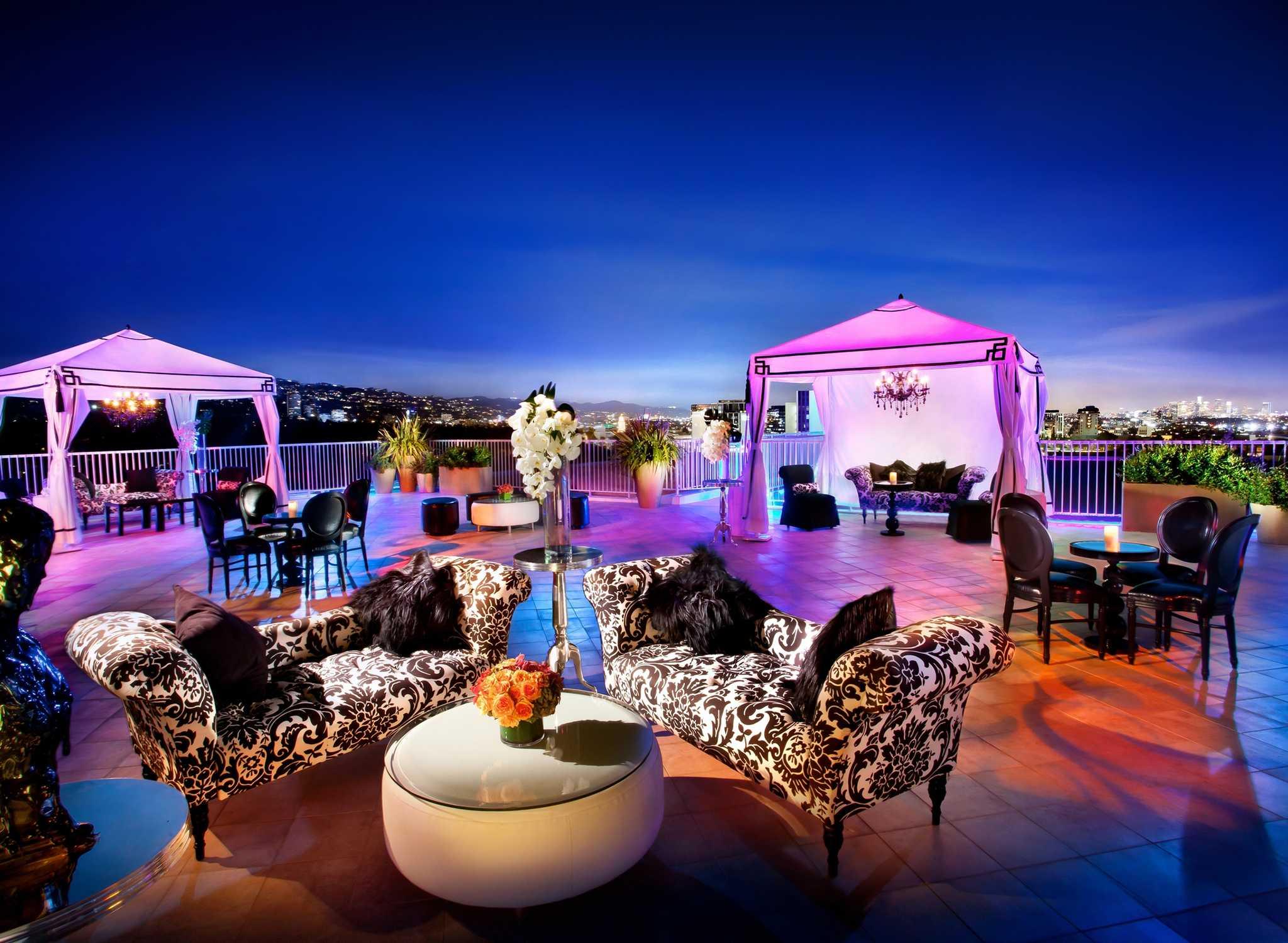 Hilton Hotels & Resorts | Usa | Vereinigte Staaten Moderne Dachterrasse Unterhaltungsmoglichkeiten
