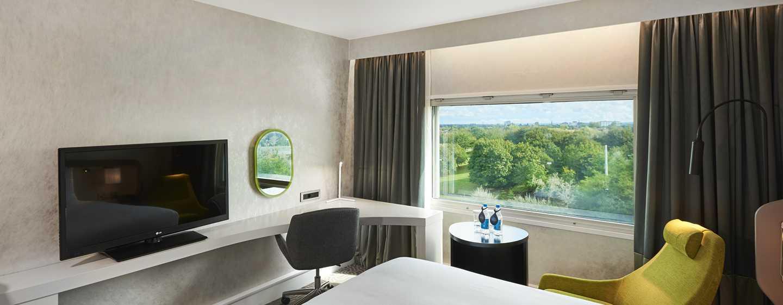 Hilton London Heathrow Airport, Großbritannien - Deluxe Zimmer mit King-Size-Bett