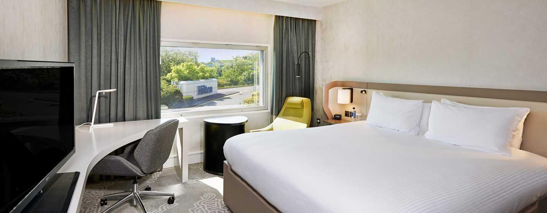 Hilton London Heathrow Airport, Großbritannien - Hilton Zimmer mit King-Size-Bett
