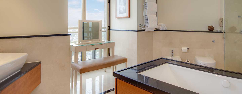 London Hilton on Park Lane Hotel, Großbritannien – Badezimmer der Boutique Suite