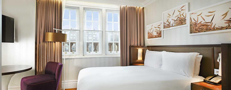 Hilton London Hyde Park, Großbritannien - Zimmer mit Queen-Size-Bett