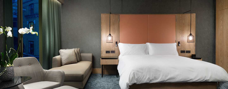 Hilton London Bankside, GB– Executive Zimmer– Bett und Sitzbereich