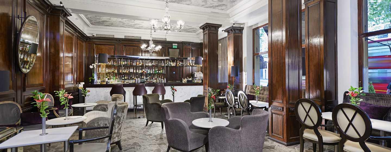 "The Waldorf Hilton, London – Bar ""Good Godfreys"""
