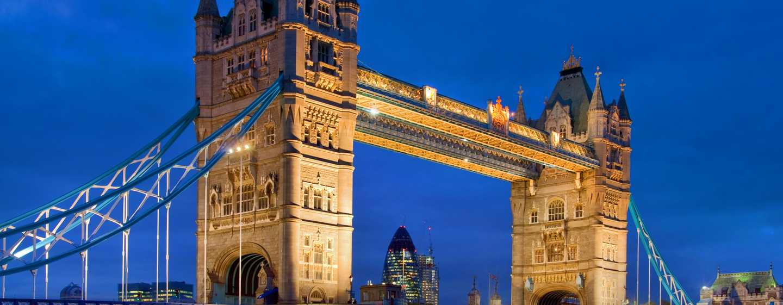 The Waldorf Hilton, London – Tower Bridge bei Nacht