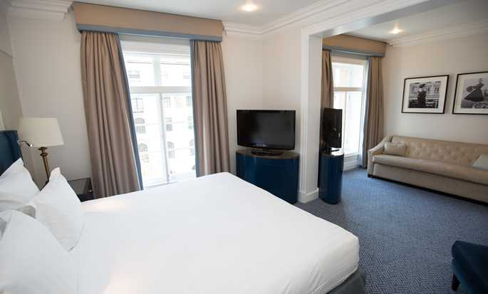 The Waldorf Hilton, London – Junior Suite