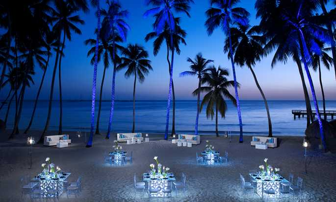 Hilton La Romana, an All-inclusive Family Resort, República Dominicana - Cena de gala en la playa