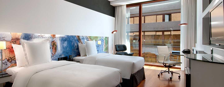 Hotel hilton madrid airport hotel en el aeropuerto de for Cuarto piso pelicula