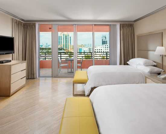 Hilton Bentley Miami/South Beach, Florida - Suite de lujo con camas dobles