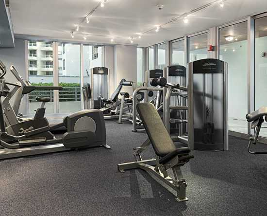 Hilton Bentley Miami/South Beach, Florida - Gimnasio y piscina