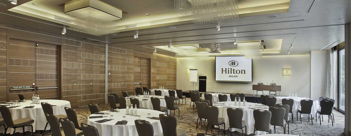Hot is no centro da cidade de mil o hotel hilton milan for Hilton hotel italia