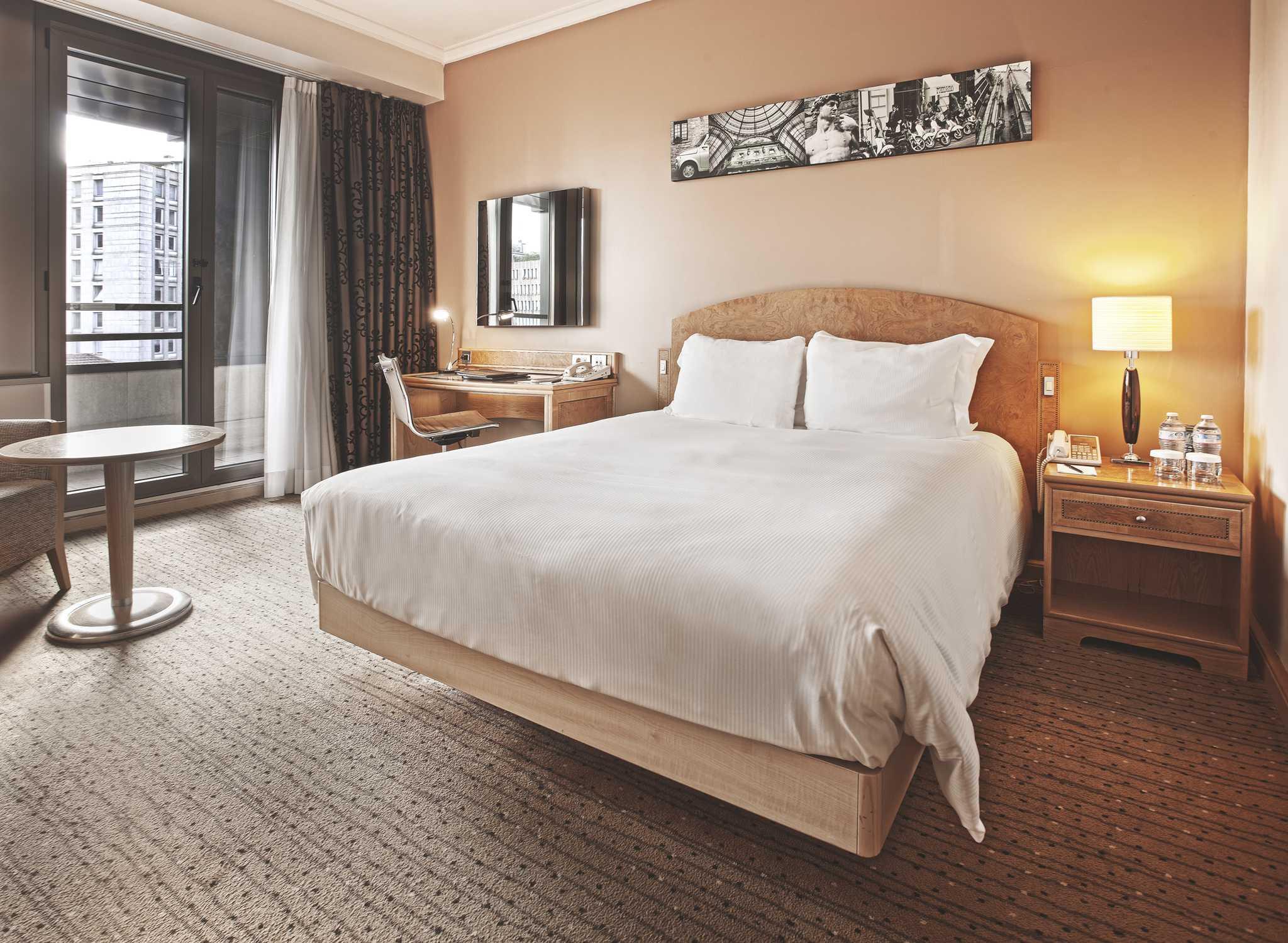 Cheap hotel hilton milan italia camera executive con letto - Dimensioni letto queen size ...