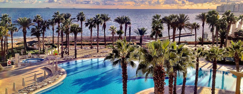 Hilton Malta hotel, St. Julian's, Malta - Hoofdzwembad