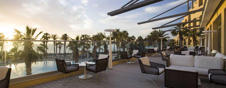 Hilton Malta hotel, St. Julian's, Malta, Lobbylounge en terras.