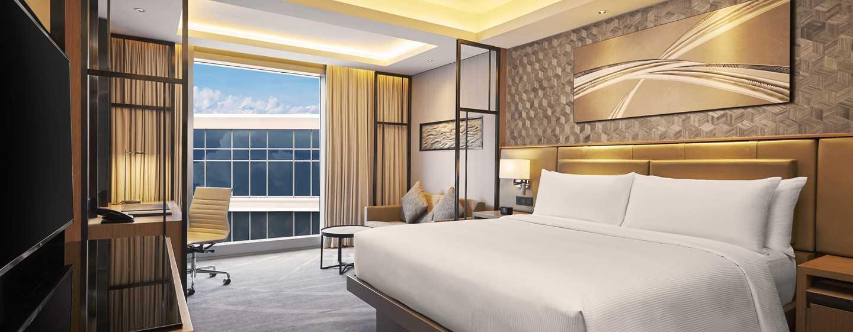 โรงแรม Hilton Manila ฟิลิปปินส์ - ห้องพักเตียงคิงไซส์ วิวสระน้ำ