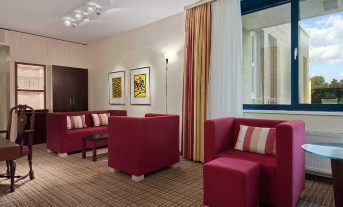 hilton nuremberg hotel hotel n rnberg am lorenzer wald. Black Bedroom Furniture Sets. Home Design Ideas