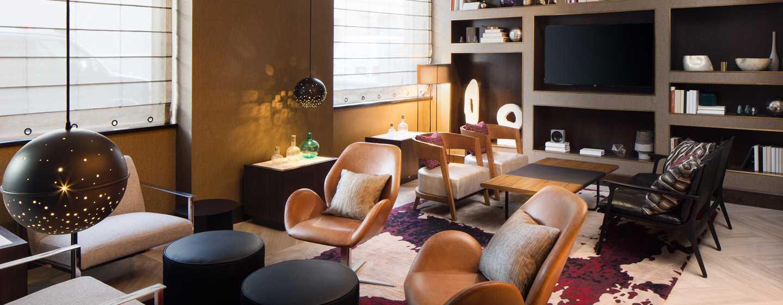 Hilton Brooklyn New York, USA– Library Lounge