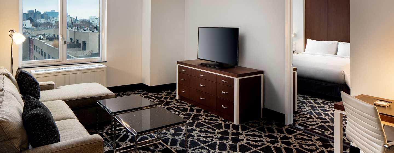 Hilton Brooklyn New York, USA– Suite mit Kingsize-Bett und 1Schlafzimmer