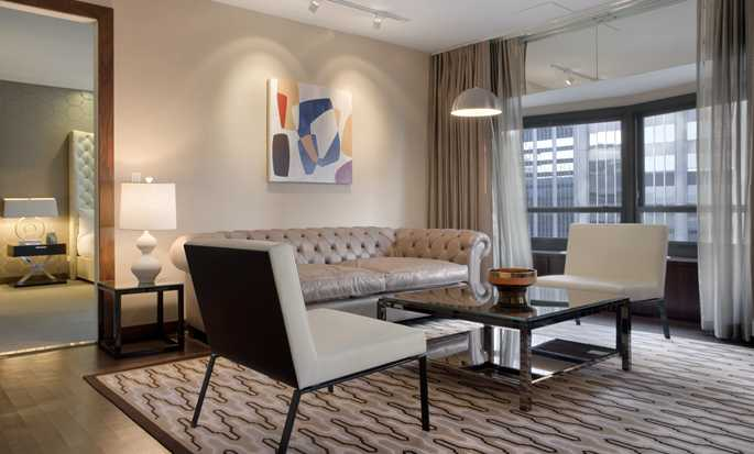 New York Hilton Midtown, USA – Opholdsstue i suite