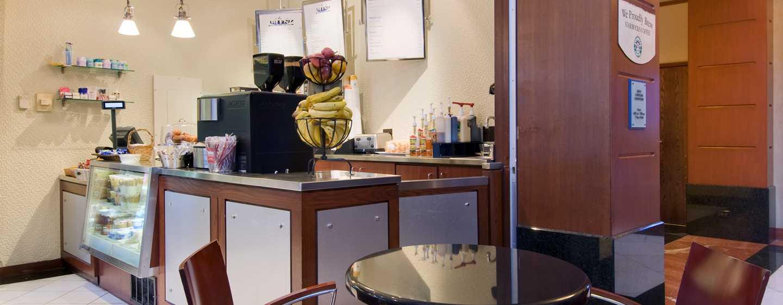 Hilton Chicago/Magnificent Mile Suites Hotel, USA– Café Blenzr