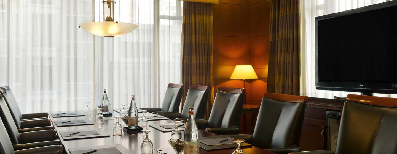 Hilton Chicago/Magnificent Mile Suites Hotel, USA– Boardroom