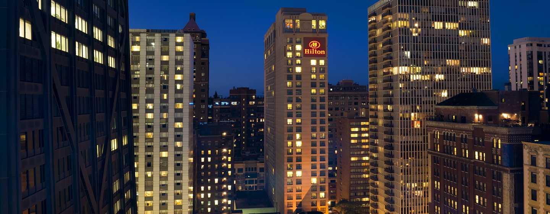 Hilton Chicago/Magnificent Mile Suites Hotel, USA– Außenbereich bei Nacht