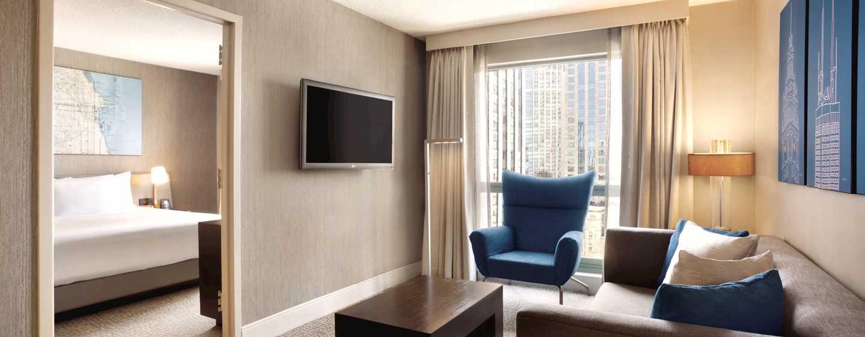 Hilton Chicago/Magnificent Mile Suites Hotel, USA– Suite mit King-Size-Bett