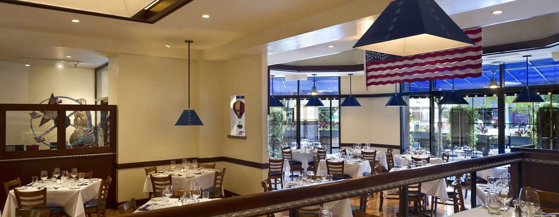 Hilton Chicago/Magnificent Mile Suites Hotel, USA– Restaurant The Local Chicago
