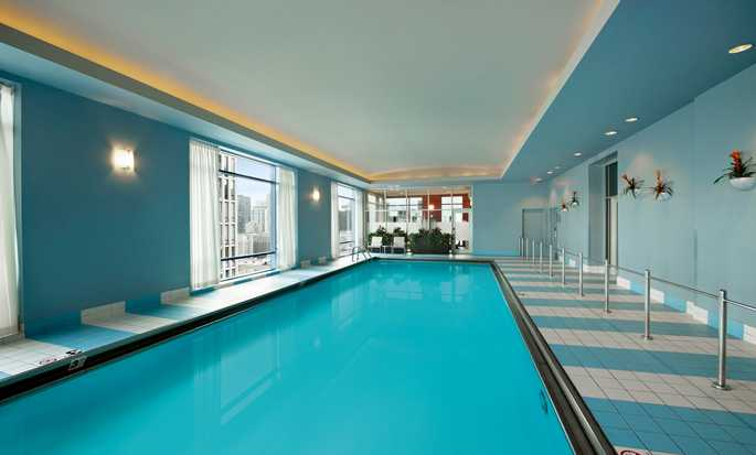 Hilton Chicago Magnificent Mile Suites Hotel, EUA - Piscina