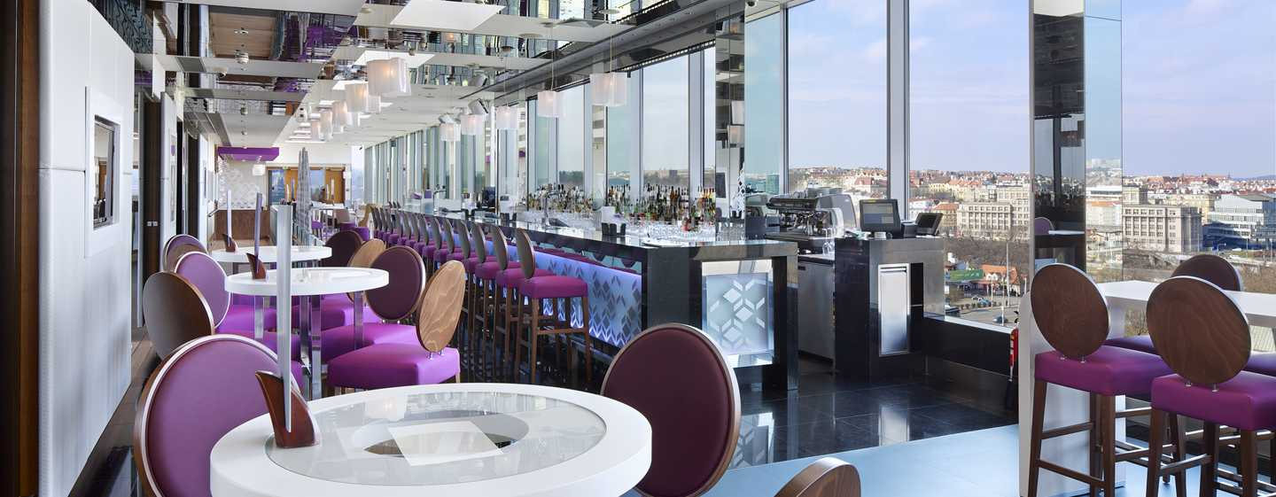 Hotel Hilton Prague, Česká republika – Cloud 9 Sky Bar & Lounge