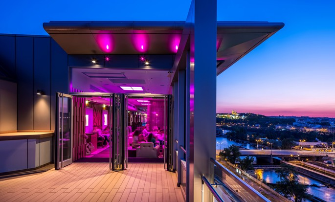 Salon SkyBar
