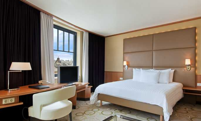 Hilton Prague Old Town Hotel, Tschechien – Executive Plus Zimmer mit King-Size-Bett