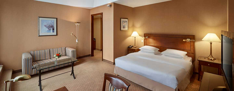 Hilton Mainz City Hotel– Deluxe Zimmer mit Kingsize-Bett und Balkon