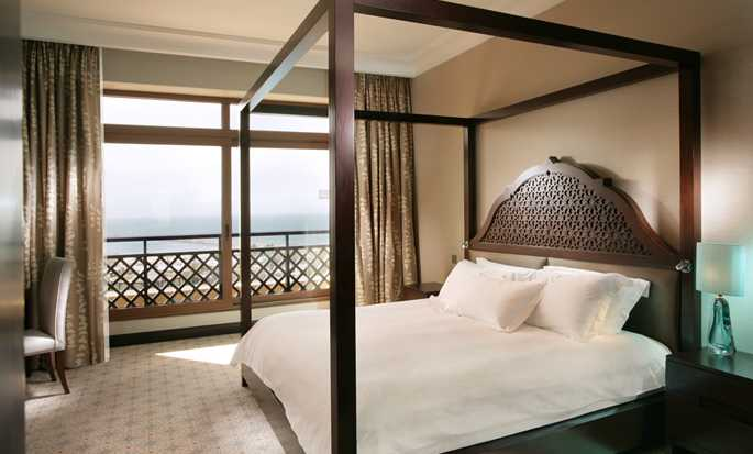 Hilton Ras Al Khaimah Resort & Spa Hotel, VAE – Executive Suite mit Kingsize-Bett
