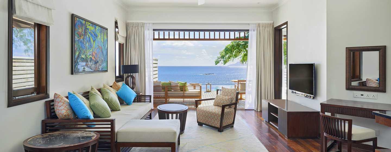 Hôtel Hilton Seychelles Northolme Resort and Spa - Salle de séjour d'une villa Grand avec piscine et vue sur l'océan