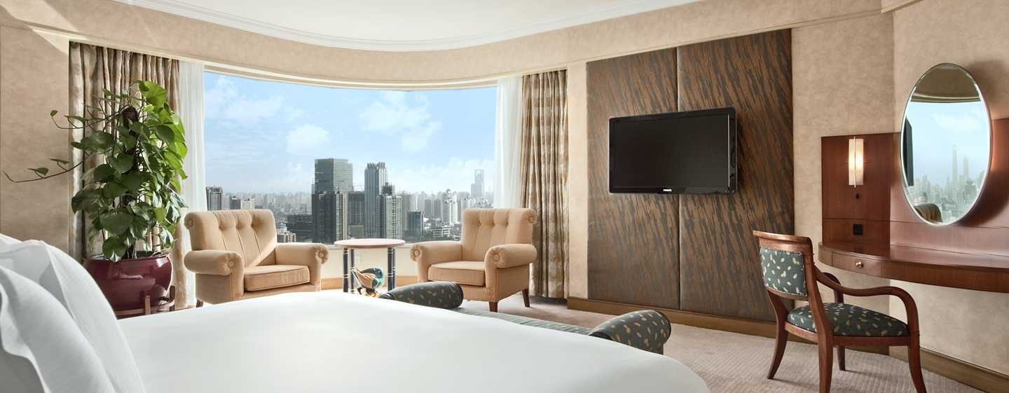 Hilton Shanghai Hotel – Panorama Suite mit King-Size-Bett