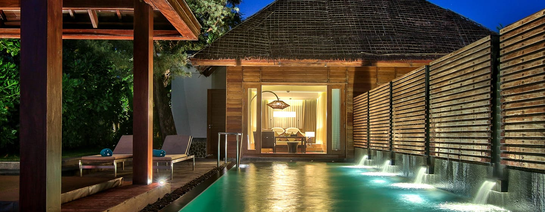 Hilton Ngapali Resort & Spa Hotel, Myanmar– Villa mit Kingsize-Bett, Meerblick und eigenem Swimmingpool