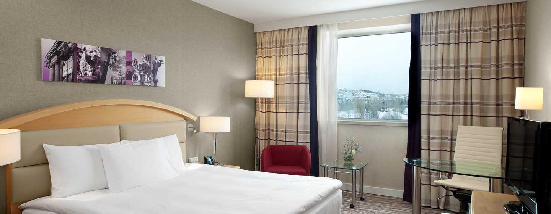 """Хотел Hilton Sofia, България – луксозна стая със спалня (размер """"King"""") в Hilton"""