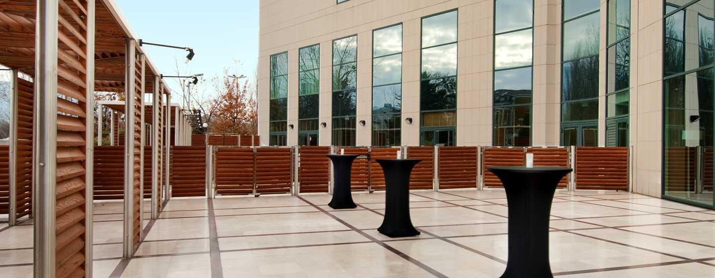 """Хотел Hilton Sofia, България - тераса """"Южен парк"""""""