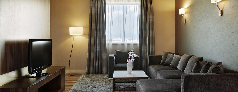 Хотел Hilton Sofia, България - дневна стая в президентския апартамент