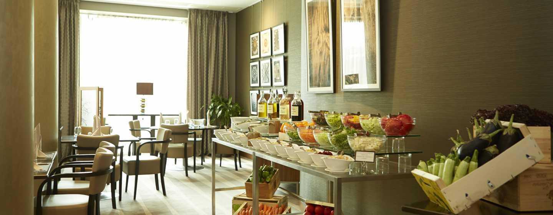 """Хотел Hilton Sofia, България - шведски маси в ресторант """"Сезони"""""""