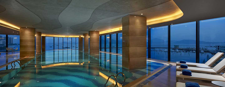 Hilton Shenzhen Shekou Nanhai, China – Innenpool