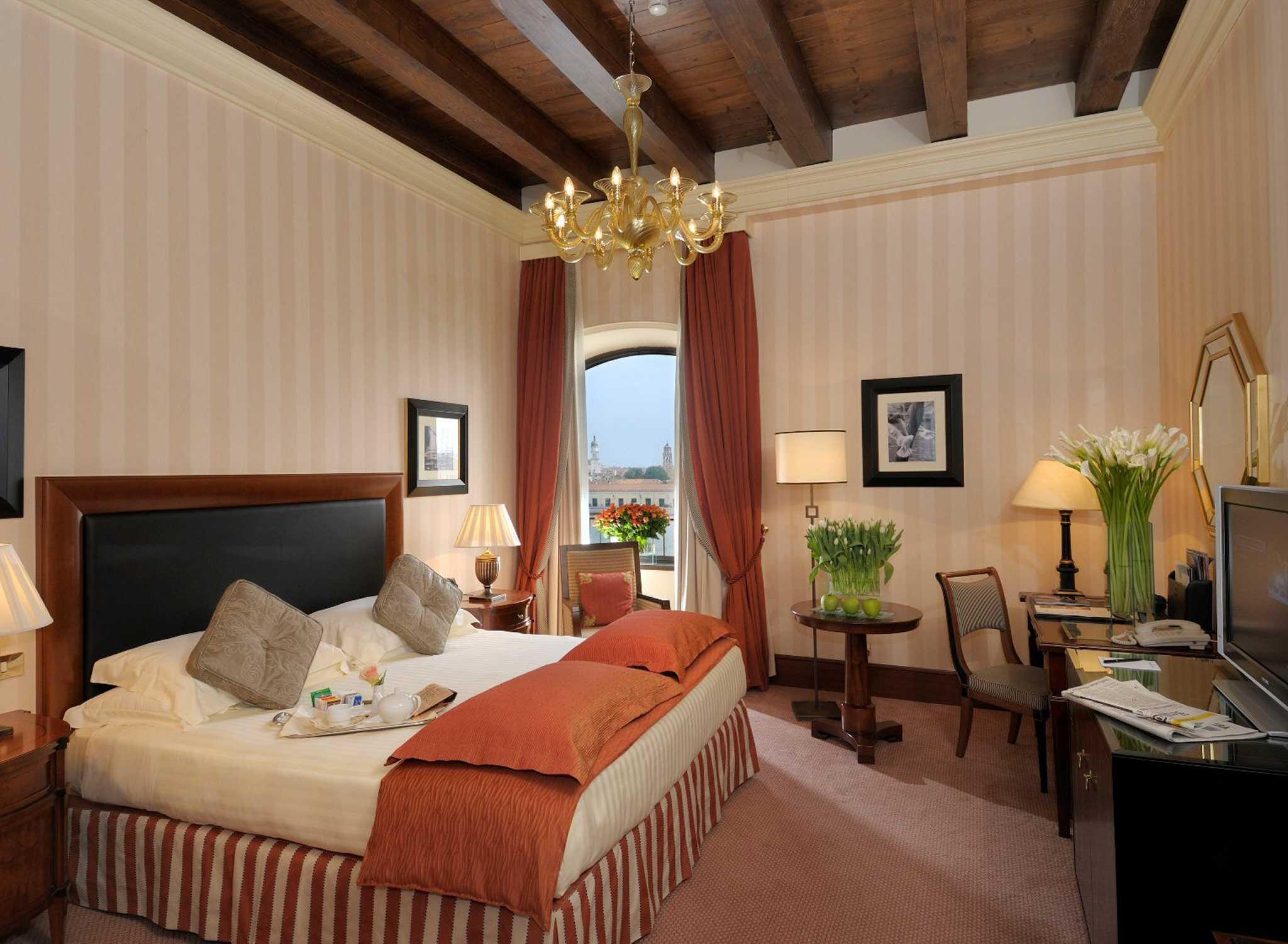 Biennale di venezia all 39 hilton molino stucky venice for Hilton hotel italia