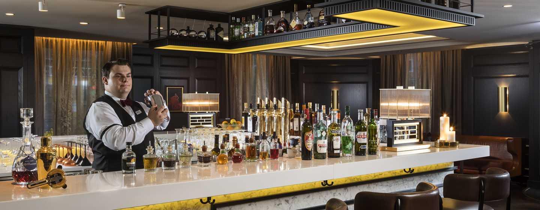 Hilton Vienna Plaza, Österreich – ÉMILE Bar