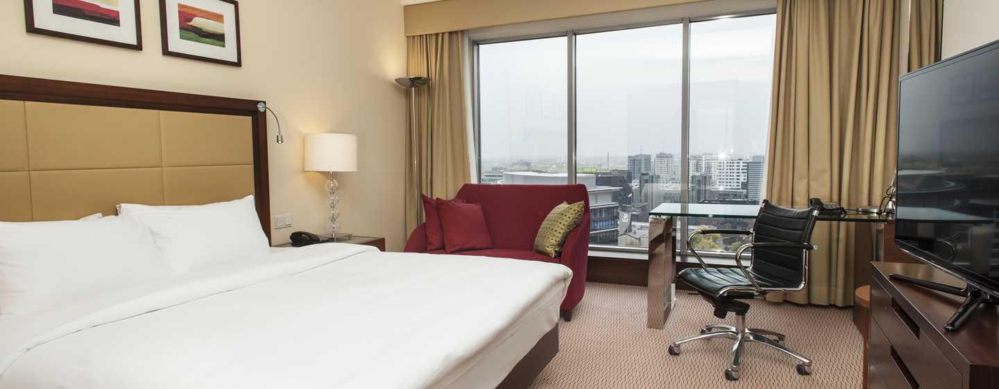 Hilton Warsaw Hotel and Convention Centre, Polen – Hilton Executive Zimmer mit King-Size-Bett